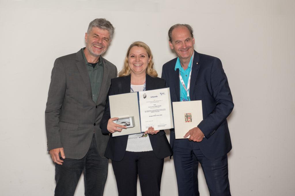 v.l.: Michael Lohoff (Präsident der DGfI), Carolin Daniel und Kay Großmann (Dr.-Ing. h.c. F. Porsche AG, Stuttgart-Zuffenhausen)